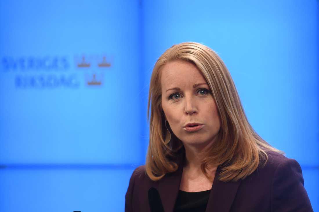 Mitt i allvaret på Annie Lööfs pressträff efter mötet med talmannen bröt de samlade i presscentret ut i skratt.