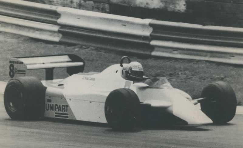 Bubblare: McLaren MP4/1B. Niki Laudas bil från 1982 påminner helt ärligt om en cigarettask. Reklamen på sidan gör det inte direkt bättre. Under 1982 vann bilen sex race.