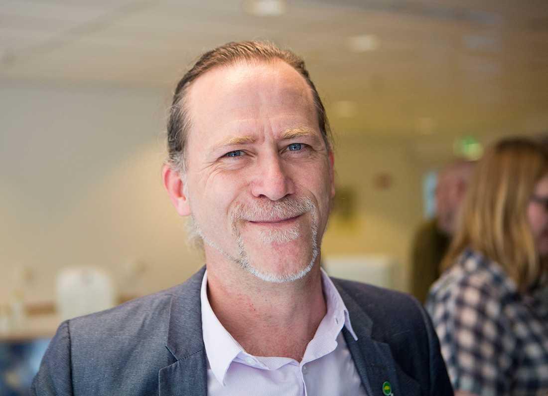 Borgarrådet Daniel Helldén (MP) förtjänar all respekt, skriver Peter Kadhammar.