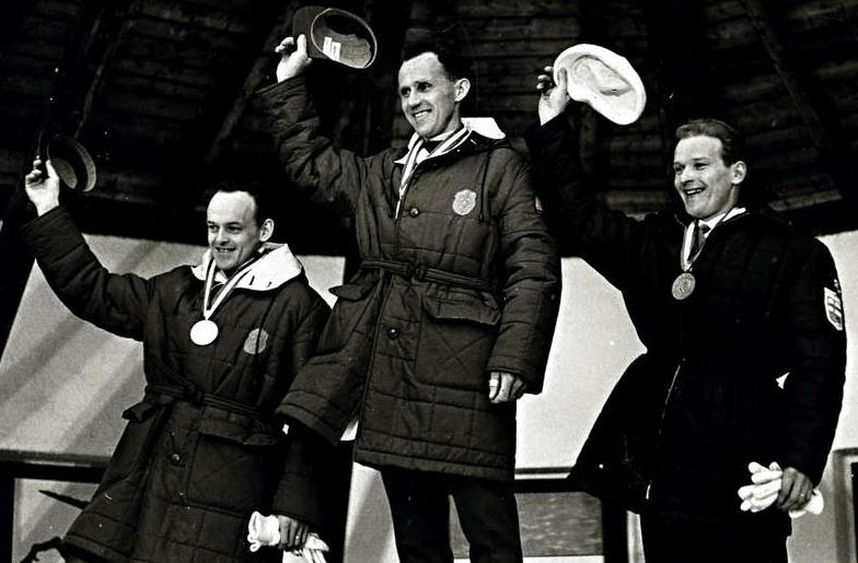 OS 1964 i Innsbruck. Prisutdelning 50 km herrar. Fr.v. 2:an Assar Rönnlund, Sverige, 1:an Sixten Jernberg och 3:an Arto Tiainen, Finland