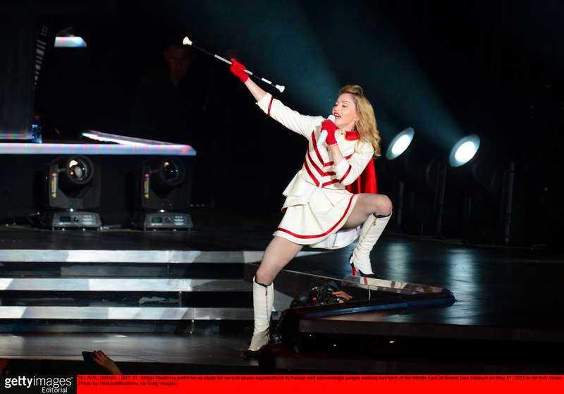 Madonna spelar de stora hitsen i nya märkliga versioner som gör dem plågsamma att lyssna på. När allt är slut känns bara lättnad.