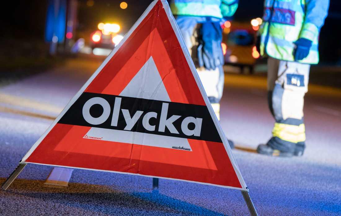 En svår trafikolycka inträffade mellan en personbil och en lastbil utanför Katrineholm. Arkivbild.