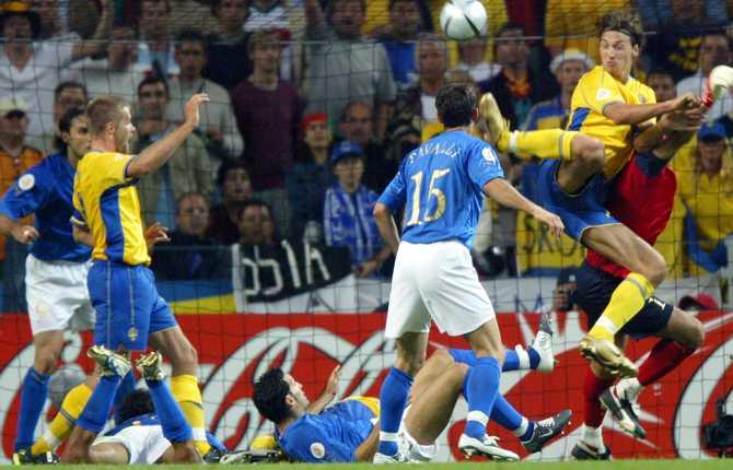 I EM 2004 gjorde Zlatan ett fantastiskt klackmål mot Italien. Ett mål som innebar 1-1 i matchen och som sedermera förde blågult vidare i turneringen.