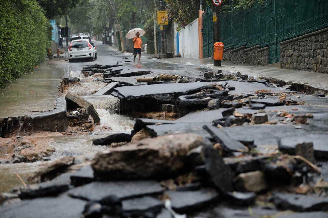 Förödelse efter det kraftiga skyfallet i Rio de Janeiro i Brasilien.