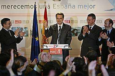 När 85 procent av rösterna i det spanska valet räknats stod det klart att regeringspartiet PP förlorat. Makten överlämnas nu till socialistpartiet PSOE. Socialistledaren Jose Luis Rodriguez Zapatero höll presskonferens sent på söndagskvällen.