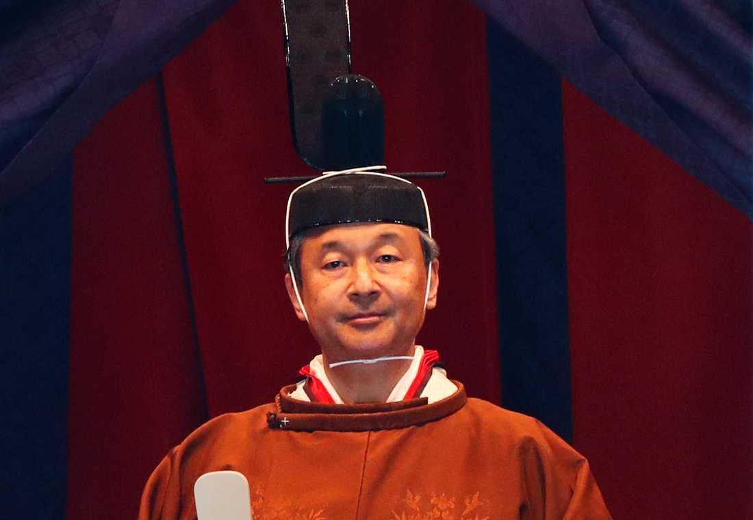 Kejsar Naruhito i traditionell klädsel vid kröningsceremonin.