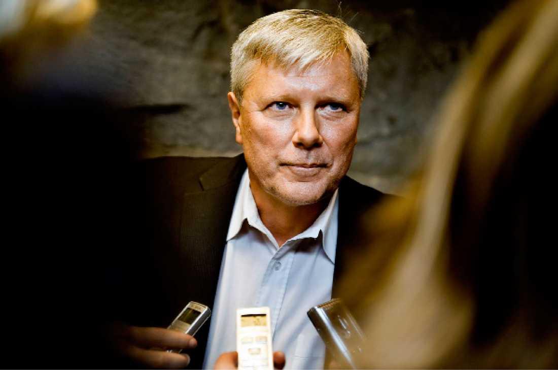 """ÖVERVAKADES Vänsterpartiets förre partiordförande skräder inte orden när han får reda på att Säpo haft honom och flera andra vänsterpartister under uppsikt så långt som in på 2000-talet. """"Det är att missbruka demokratin"""", säger Ohly."""