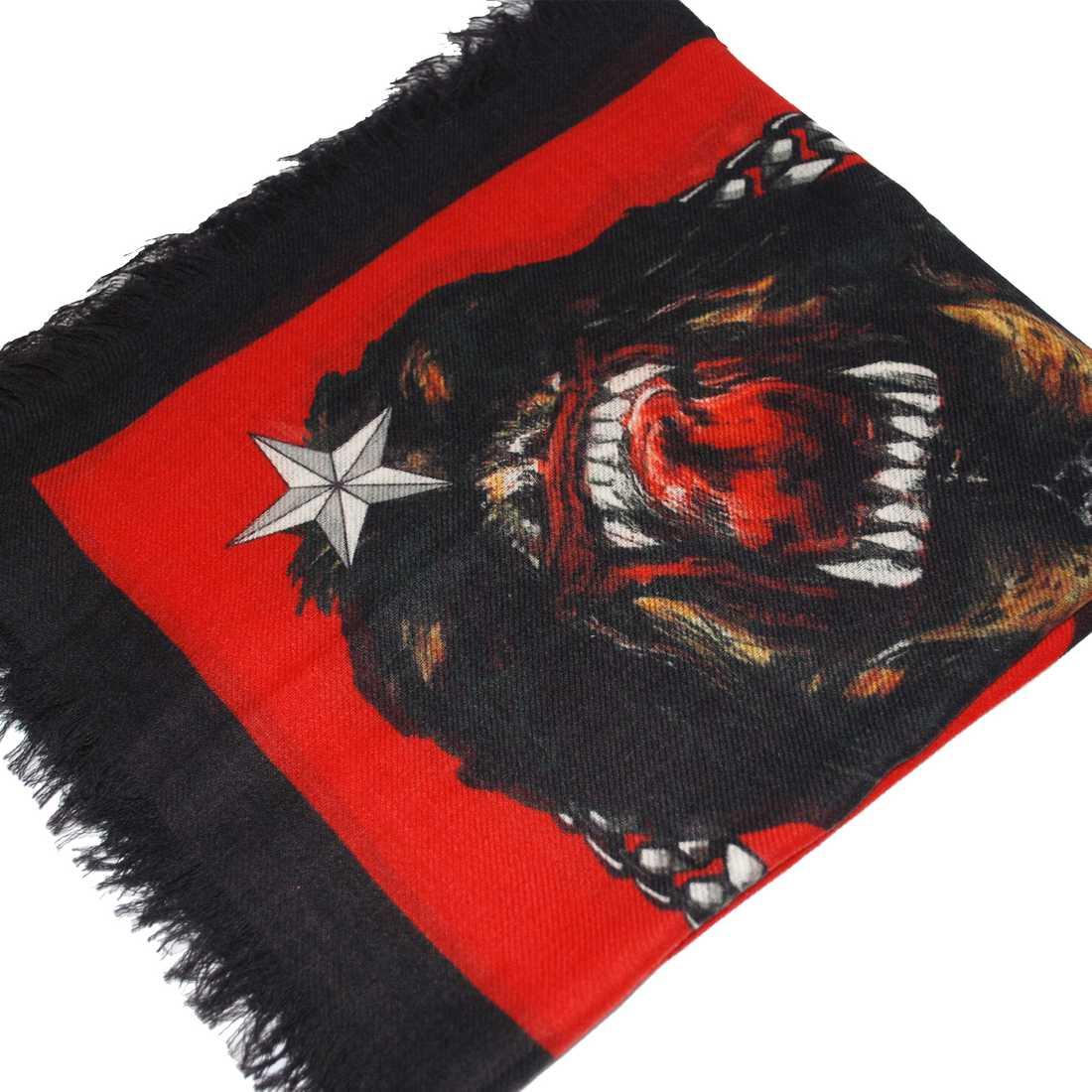 Sjal från Givenchy med rottweiler-tryck, 2995 kronor, Kyssjohanna.se.