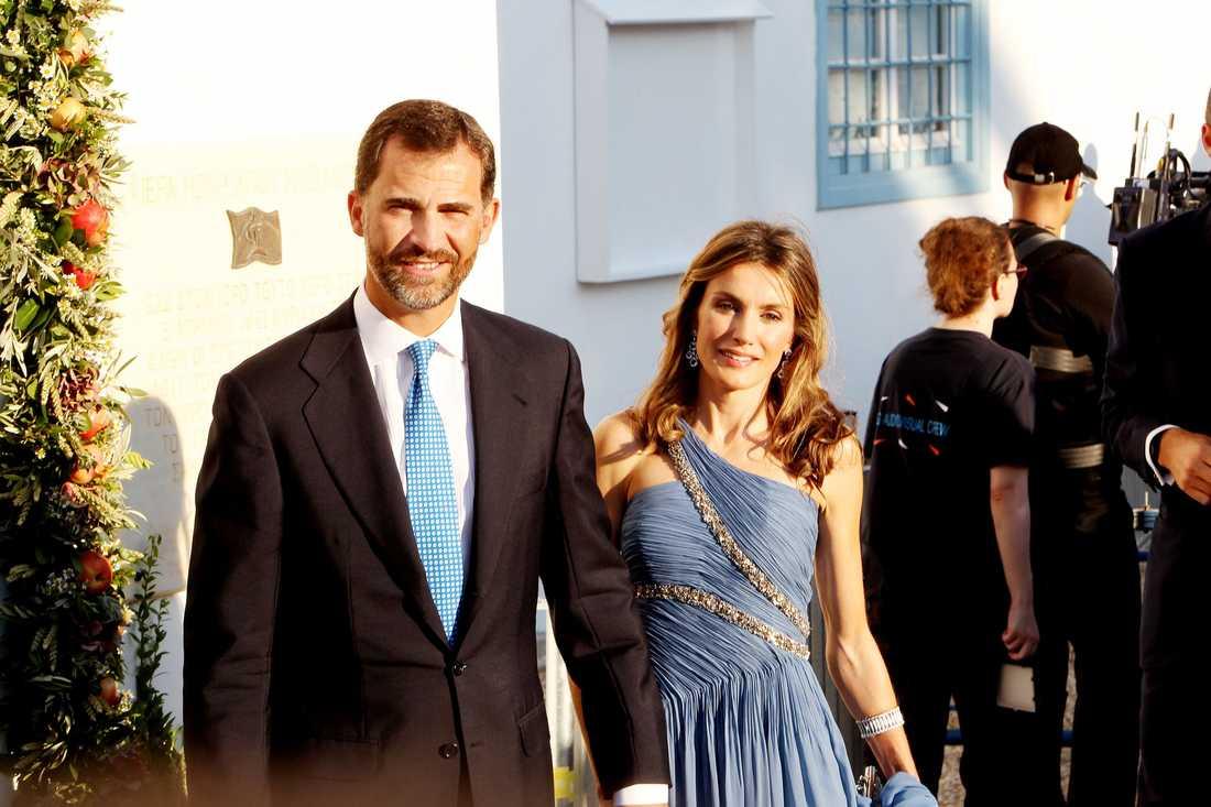 Prins Felipe och prinsessan Letizia av Spanien kunde inte sluta le utanför kyrkan.