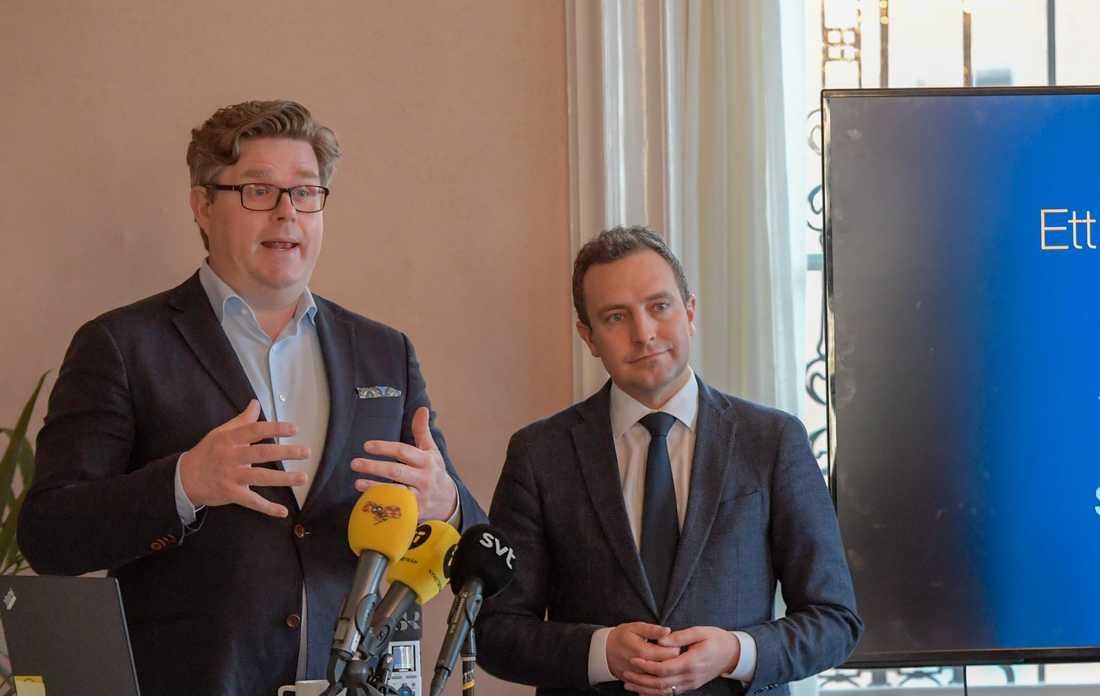 Moderaternas partisekreterare Gunnar Strömmer (t.v.) och rättspolitiske talesman Tomas Tobé.