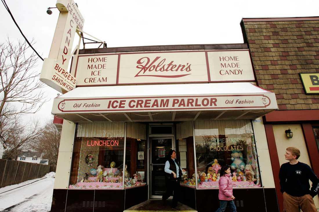 Holsten's Brookdale Confectionaery Ice Cream Parlor finns på riktigt än i dag och ligger i New Jersey.