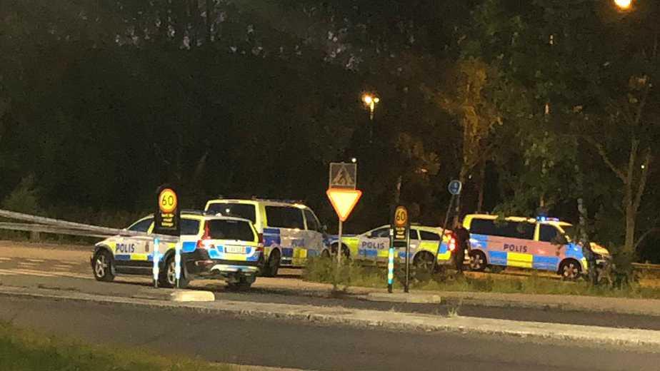 Polis på plats i Flemingsberg efter en explosion.