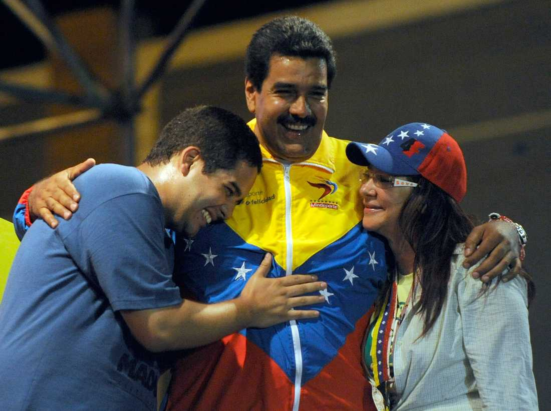 Presidenten tillsammans med sonen och hustrun på en bild från 2013.