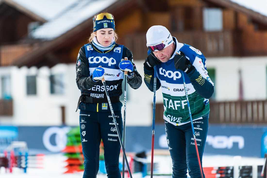Ebba Andersson tillsammans med Ulf Eriksson, som är personlig vallare åt Maja Dahlqvist och Johan Häggström. Nu väljer han också att lämna sitt uppdrag.