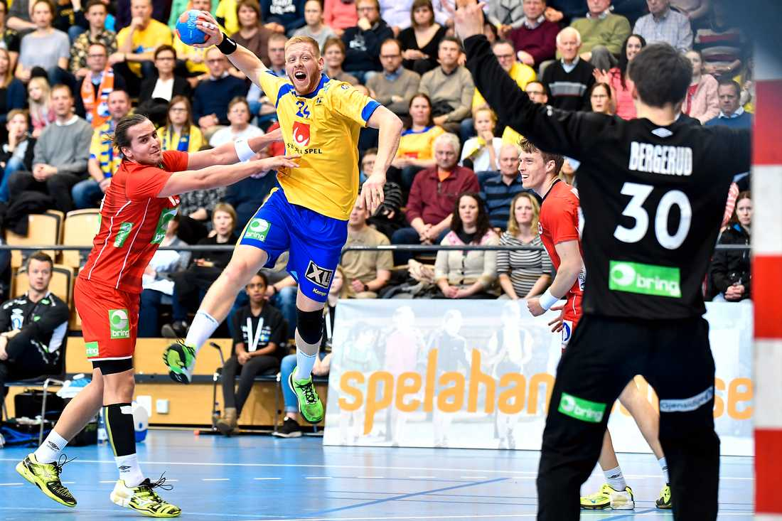 Jim Gottfridsson går på avslut i matchen mot Norge.