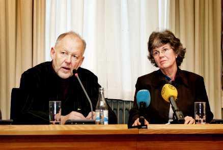Granskningsrapporten om Eva Lundgren presenteras av Bo Sundqvist och Berit Hagekull.