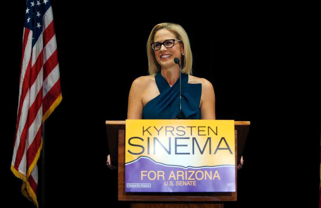 Demokraten Kyrsten Sinema blir Arizonas första kvinnliga senator.