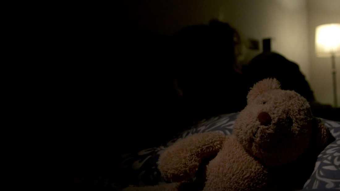 """– Barnen frågar varje dag varför vi inte är hemma. Hur ska man förklara för en fem- och sexåring vad som har hänt? säger Zandra till """"Efterlyst""""."""