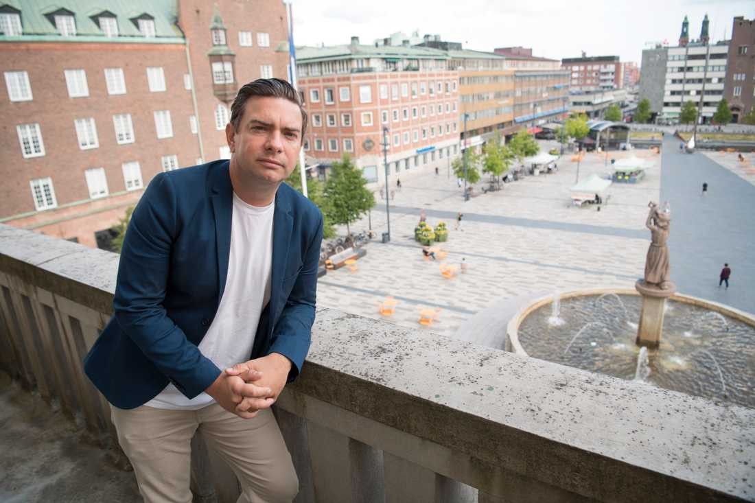 Jimmy Jansson, kommunstyrelsens ordförande i Eskilstuna, vill begränsa tiggeriet i staden.