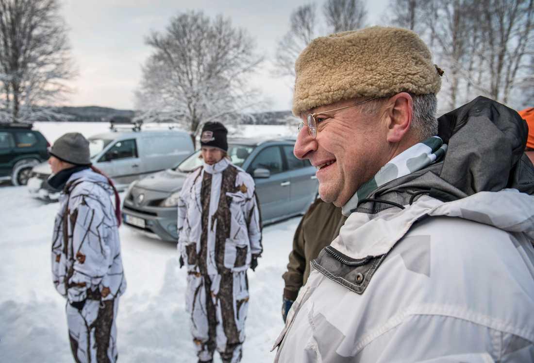 """Jägaren Peter-Lorentz Johnsson tror att många jaktkritiker tycker att det är lite """"häftigt"""" att ha varg ute i skogen. """"Men de vet inte konsekvenserna"""" säger han."""