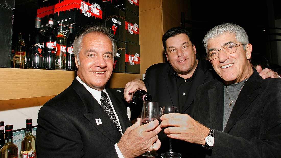 """""""Sopranos""""-stjärnorna Tony Sirico, Steve Schirripa och Frank Vincent skålar vid en tillställning 2008."""