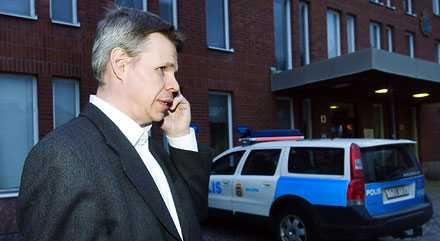 Skeptisk 42-åringens advokat Jan Kyrö tror inte att polisens bevismaterial håller för att häkta mannen. Häktesförhandling hålls under fredagen.
