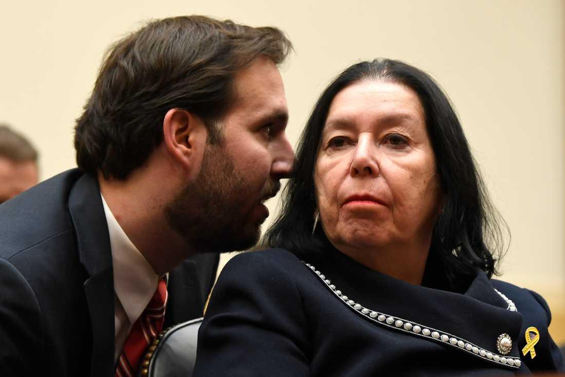 Den före detta FBI-agenten Robert Levinsons son Doug Levinson och hustru Christine Levinson under ett framträdande i amerikanska kongressen i mars i fjol.