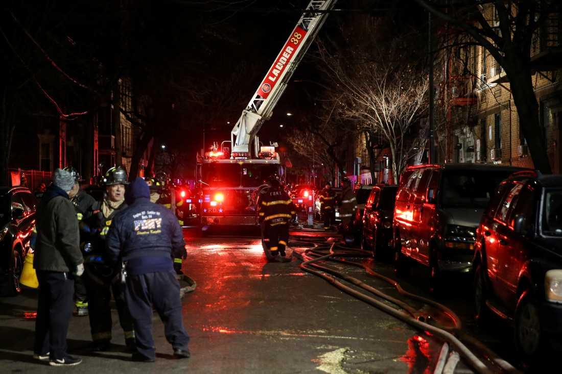 Flera döda efter lägenhetsbrand i New York-stadsdelen Bronx.