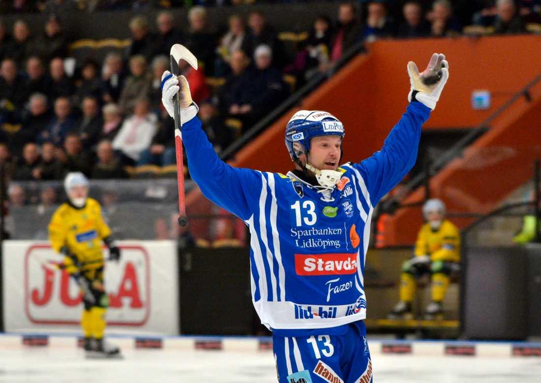 Magnus Muhrén jublar i sin comeback.