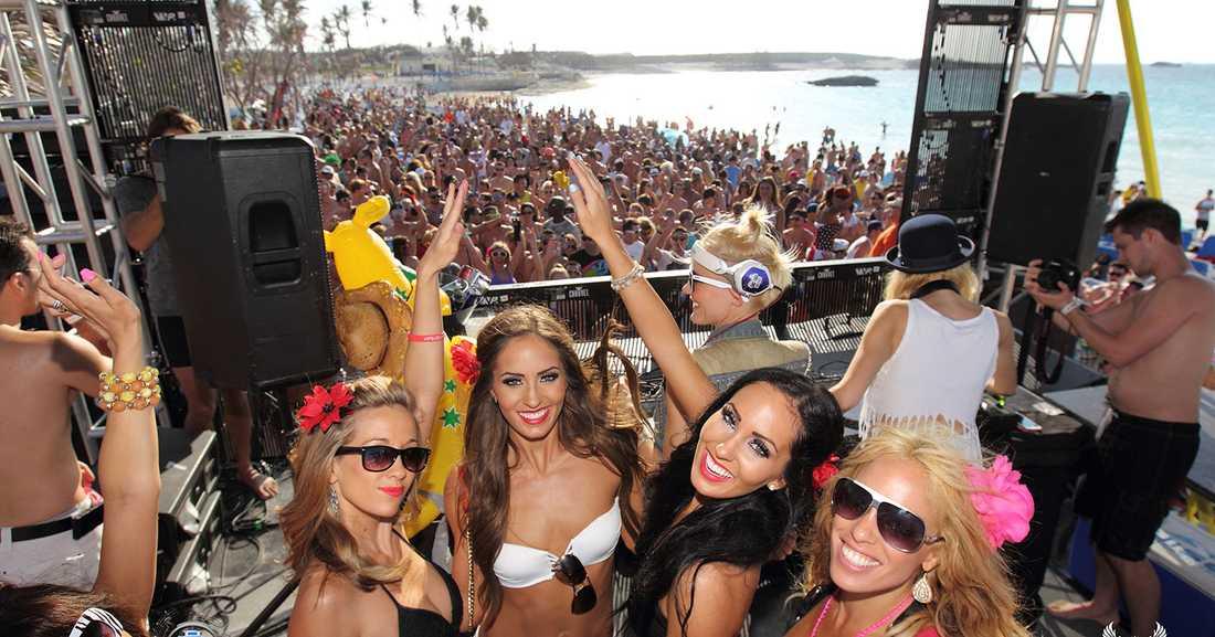 Festa i fyra dygn på flytande dansmusikfestivalen Groove Cruise.