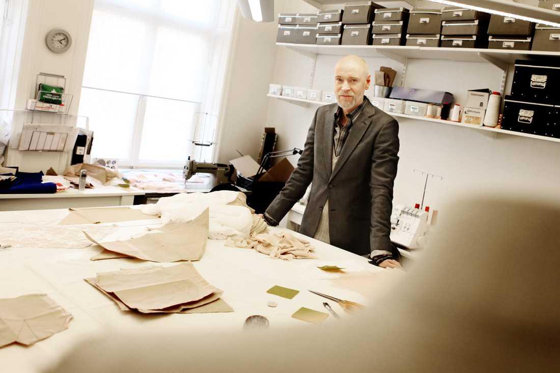 Lars Wallin i sin atelje i Stockholm.