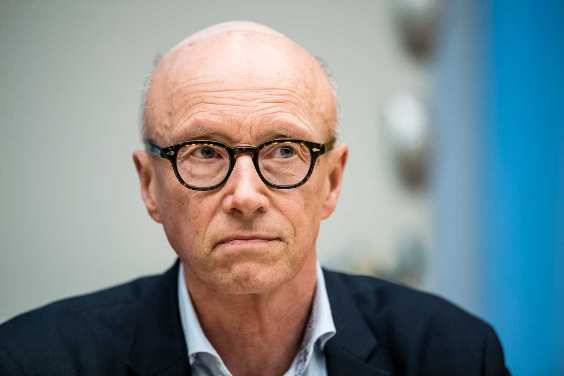 Per Follin, smittskydsläkare i Region Stockholm, beskriver situationen i vården som ansträngd.