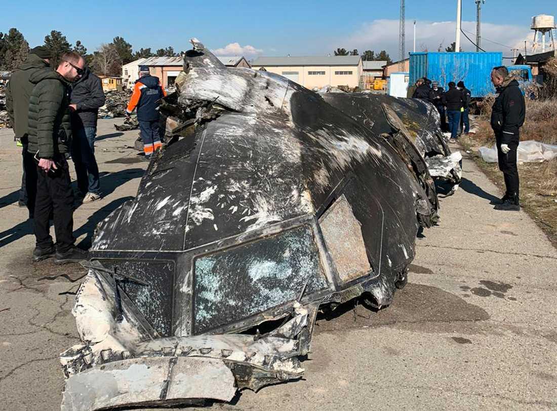 Delar av vraket efter det flygplan som störtade utanför Irans huvudstad Teheran den 8 januari.