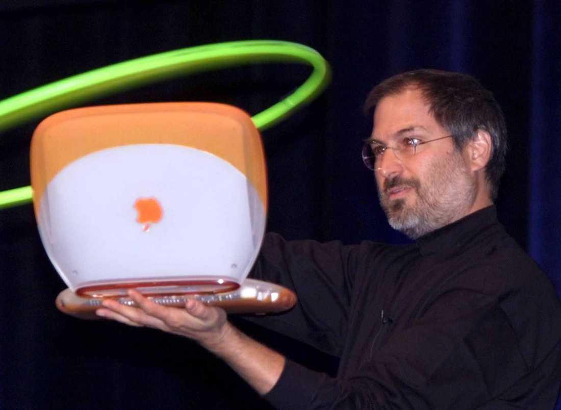 Ibook Steve Jobs visar upp den nya Powerbook-modellen Ibook på Apple Expo 1999.