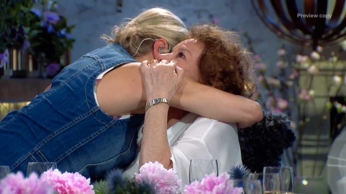 """Louise Hoffsten ber Monica Zetterlunds vän Kerstin bagge om ursäkt i """"Så mycket bättre"""""""