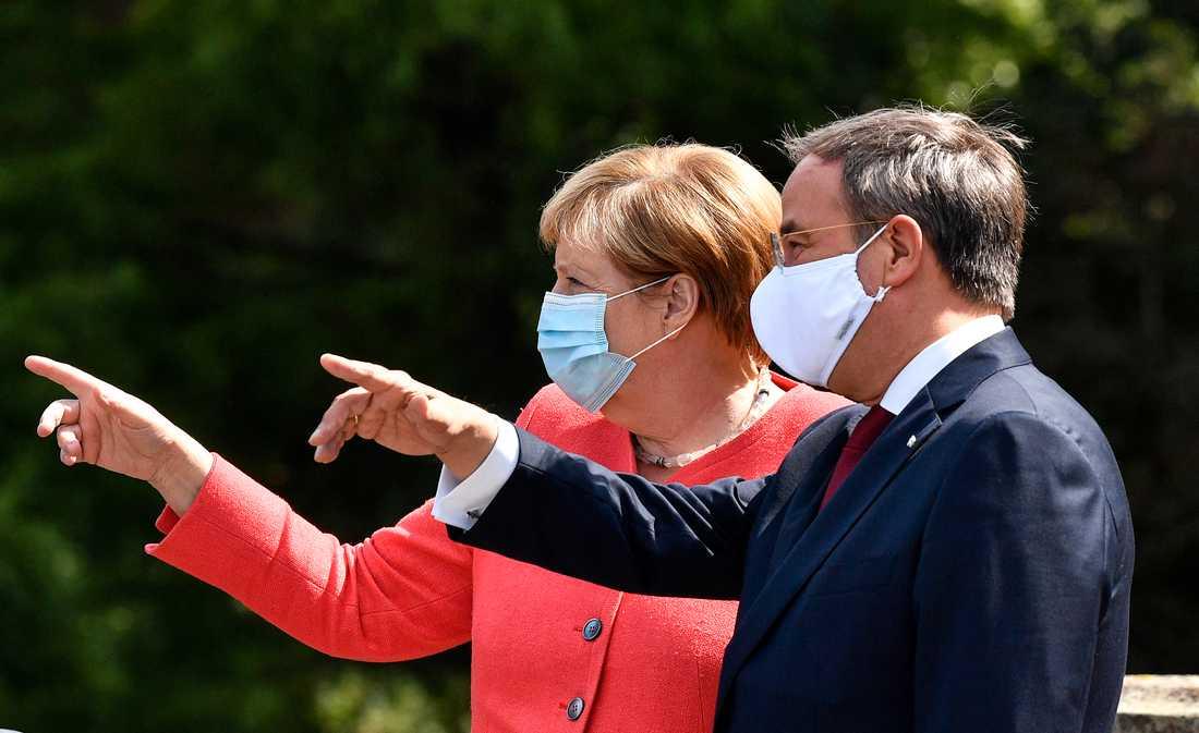 Tysklands förbundskansler Angela Merkel och Armin Laschet, som tar över som partiordförande i deras kristdemokratiska parti CDU. Arkivbild.