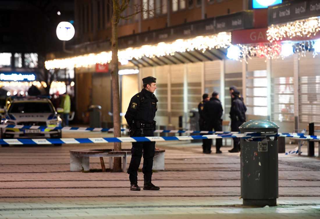 Avspärrningar efter dödsskjutningen i Rinkeby i januari i år. Arkivbild.