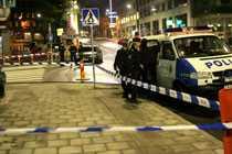 En 39-årig man knivskars på Mäster Samuelsgatan i lördags kväll. En man är anhållen, misstänkt för mordförsök.