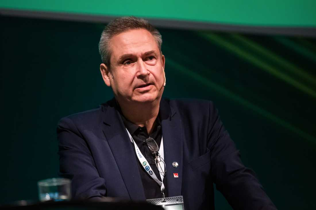 Mats Enquist, ordförande i Svenska Elitfotboll, delar inte polisens uppfattning om stämningen på elitfotbollsmatcher.