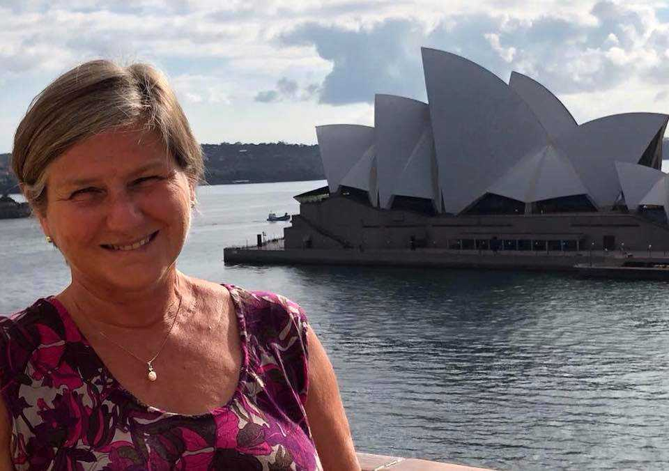 Helen vid operahuset i Sydney.
