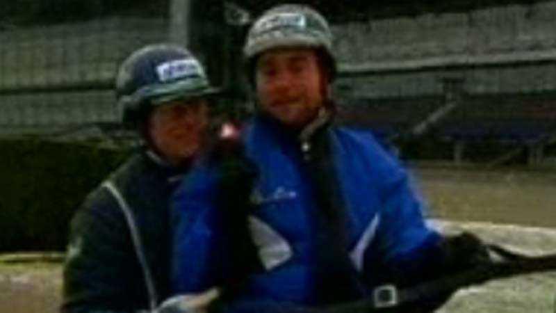 Stig H Johansson och Johan Edlund i sulkyn bakom Victory Tilly.