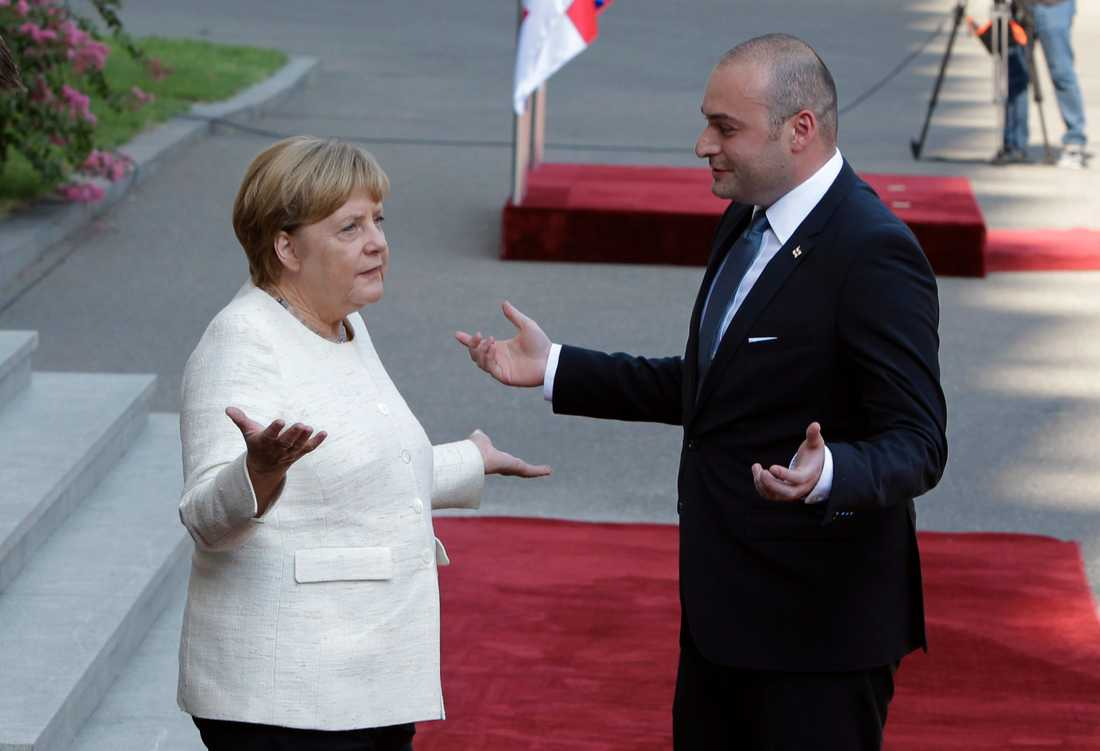 Georgiens avgående premiärminister Mamuka Bakhtadze, här tillsammans med Tysklands förbundskansler Angela Merkel i Tblisi.