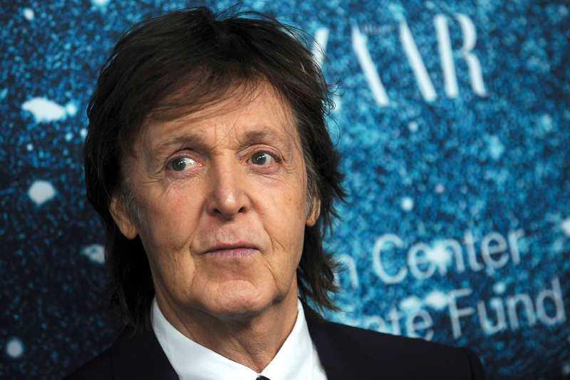 """""""Det är sorgligt, jag har svårt att fatta att de dog båda två"""", säger Sverigeaktuelle Paul McCartney om Beatles-vännerna John och George. """"Ibland är det väldigt känslosamt när jag sjunger. Jag får många minnen."""""""
