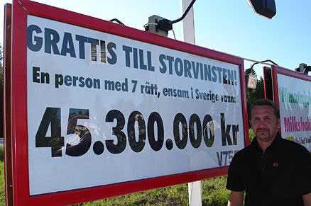 45 miljoner. Hos Ica-handlaren Kenneth Andersson, i Bygdeå längs med E4:an, lämnades kupongen med storvinsten in.