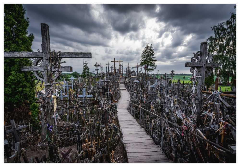 I Litauen finns en kulle täckt med kors.