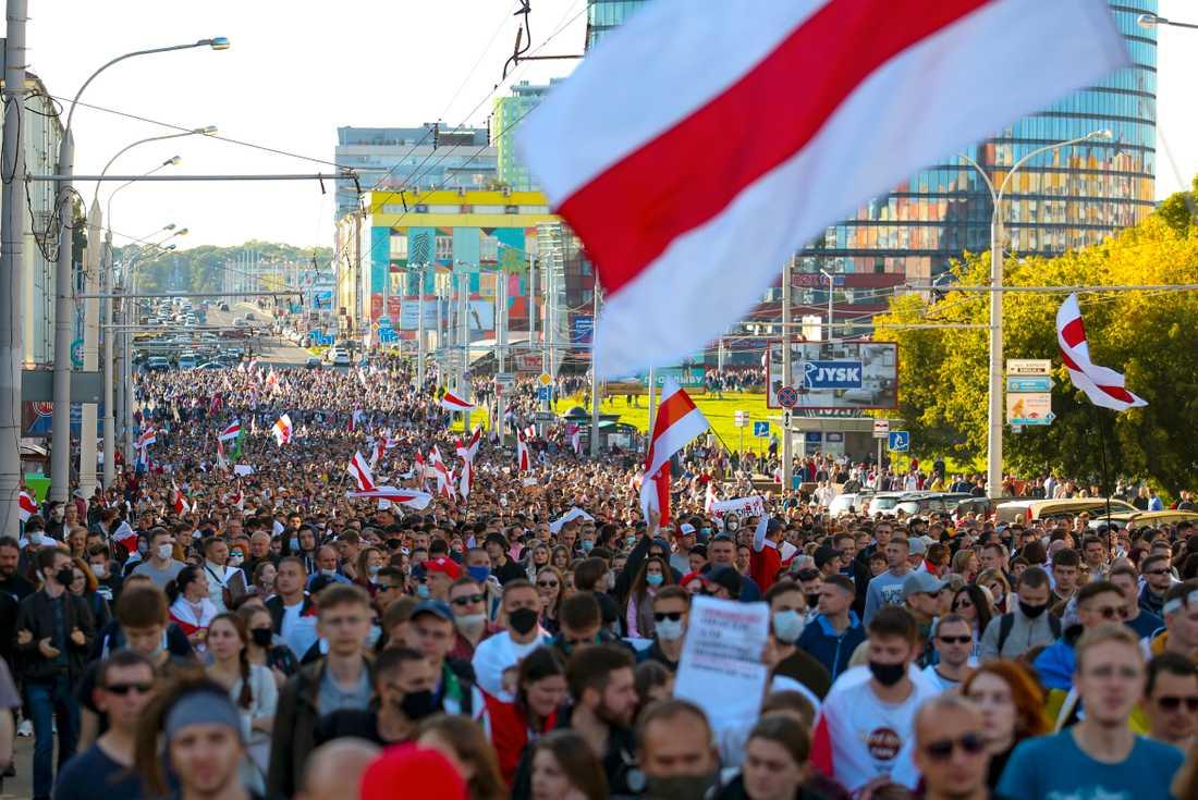 Demonstranter i Belarus huvudstad Minsk på söndagen.