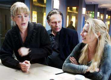 Bild från inspelningen av Paradiset. Här ses Ewa Fröling, Reine Brynolfsson och Helena Bergström.