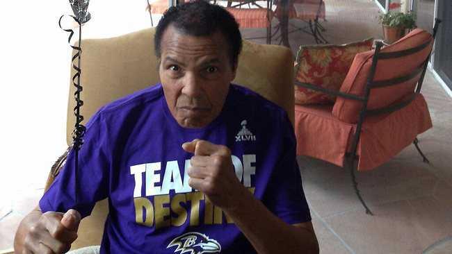 Muhammad Alis familj twitterade ut denna bild på boxningsikonen inför nattens Super Bowl-match.