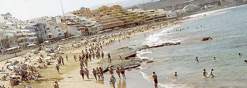 Stranden på dagarna och grillfester på kvällarna väntar tjejerna som får följa med på Destinations tjejplan till Gran Canaria.