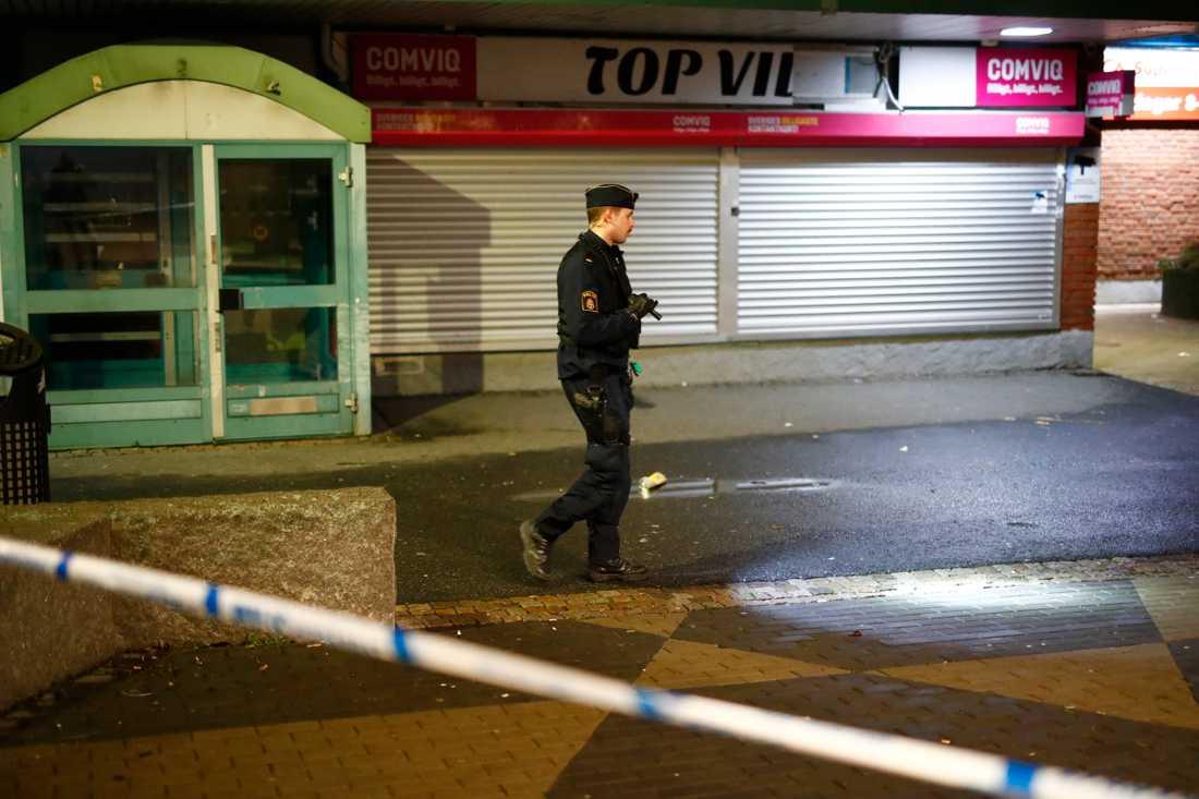 En man har hittats skjuten på Hisingen i Göteborg.